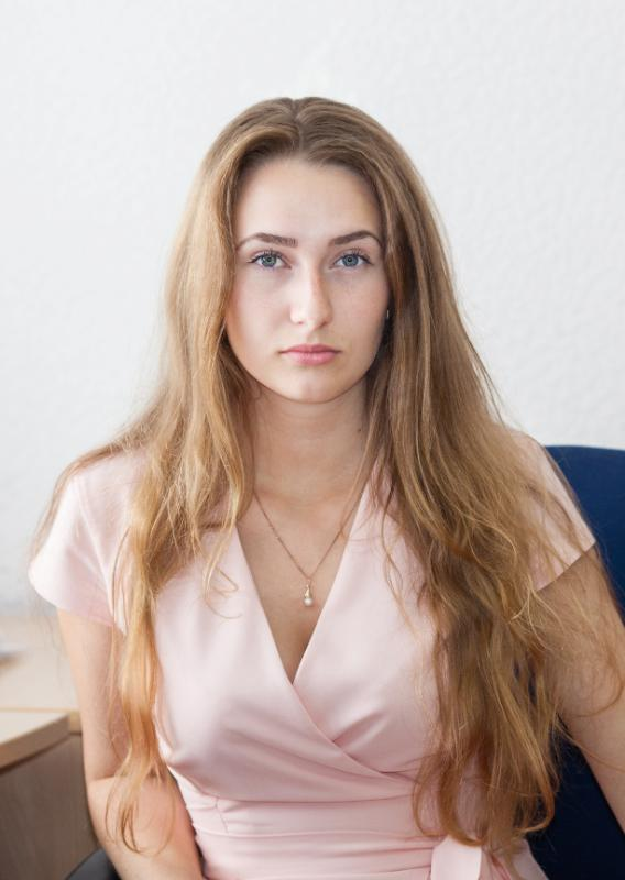 Каролина Голова  - Эксперт-логист